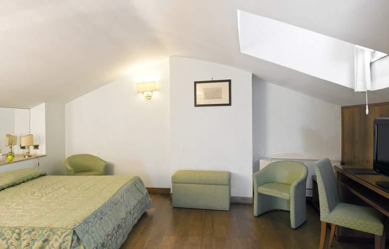 Exe Della Torre Argentina - Room - 10