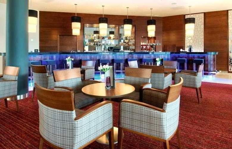 Hilton Reading - Bar - 14
