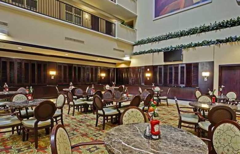 Embassy Suites Tampa Brandon - Hotel - 4
