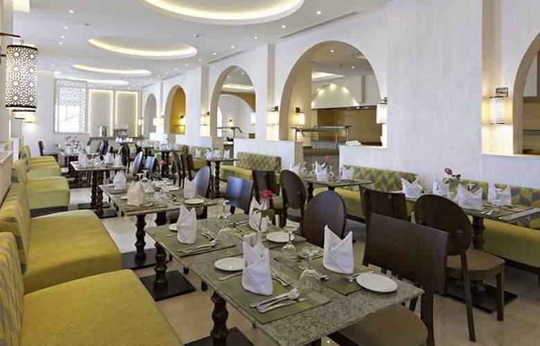 The Three Corners Royal Star Beach Resort - Restaurant - 5