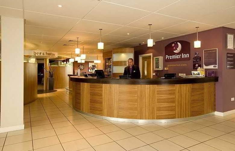 Premier Inn Dublin Airport - General - 1
