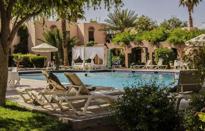 Karam Palace - Pool - 3