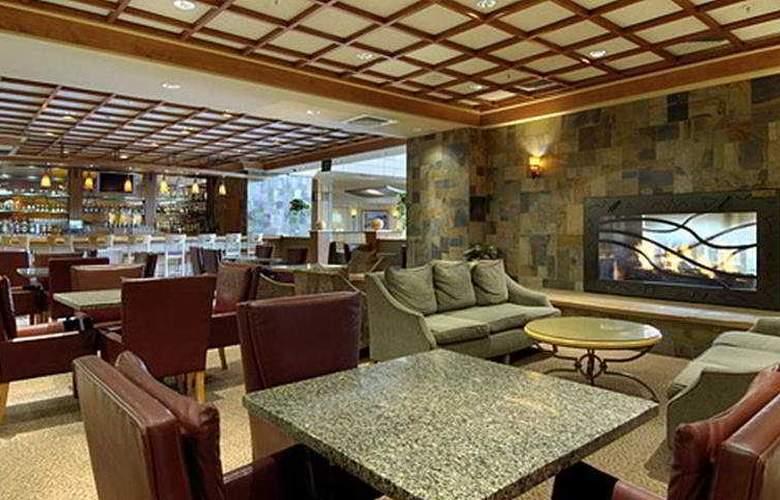 Red Lion Hotel Denver Central - Bar - 8