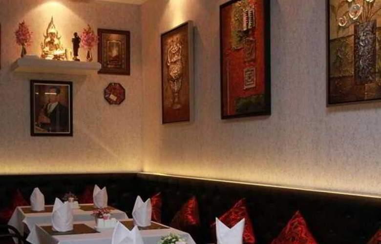 Hemingway's Silk Hotel - Restaurant - 5