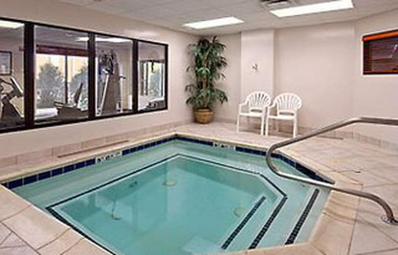 Wingate by Wyndham Arlington Heights - Pool - 4