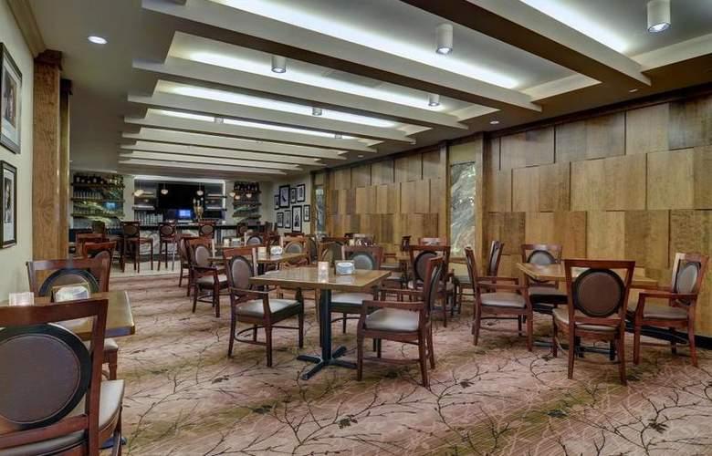 Best Western Premier Eden Resort Inn - Bar - 155