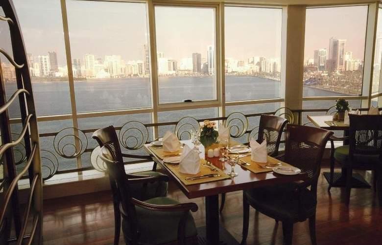 Golden Tulip Sharjah - Restaurant - 10
