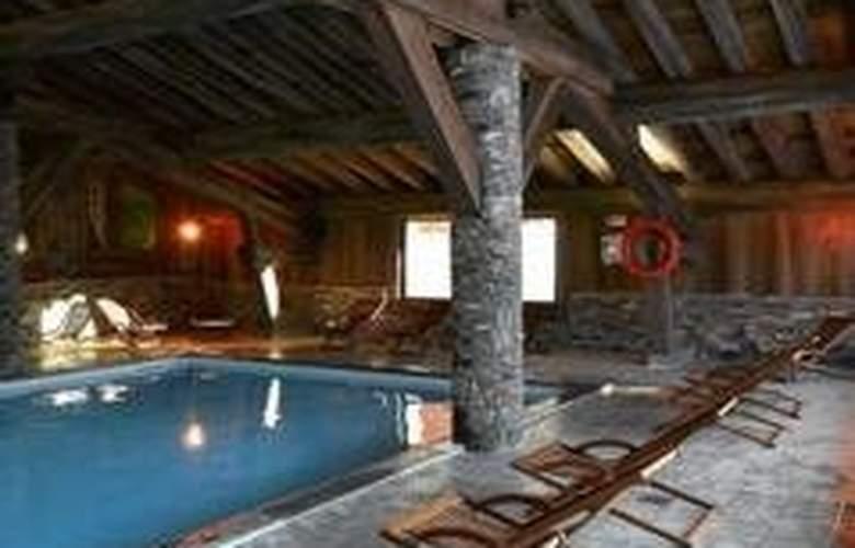 Pierre & Vacances Premium les Alpages de Chantel - Pool - 3