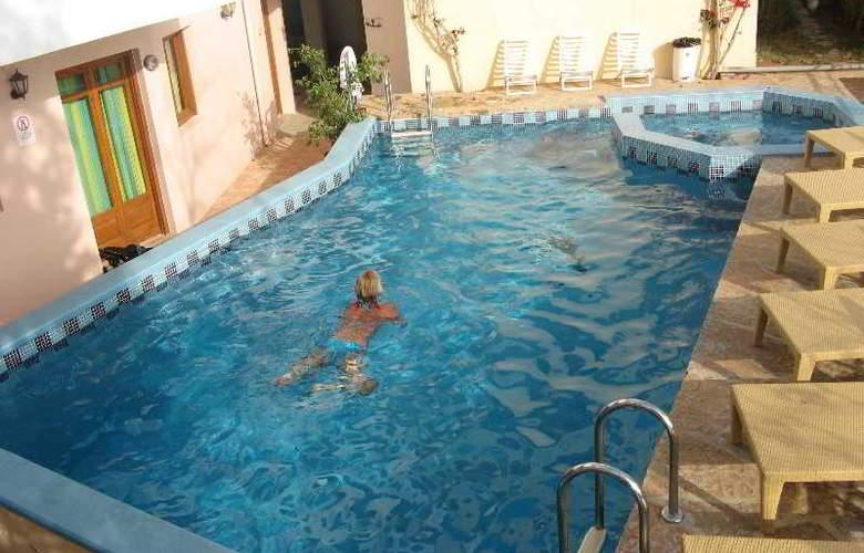 Romantica Hotel Apartments - Pool - 19