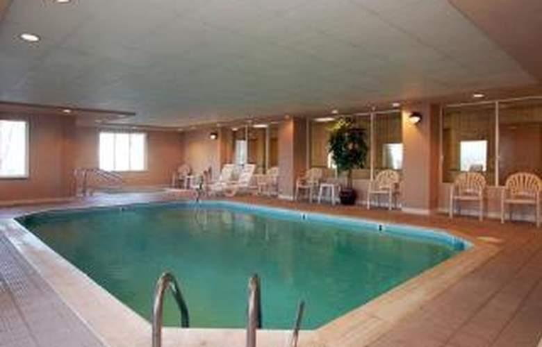 Comfort Suites - Pool - 6