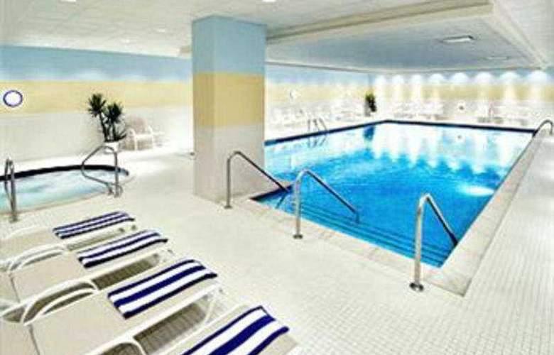 Renaissance Chicago O'hare Suites - Pool - 6