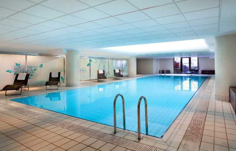 Sheraton Zagreb - Pool - 46