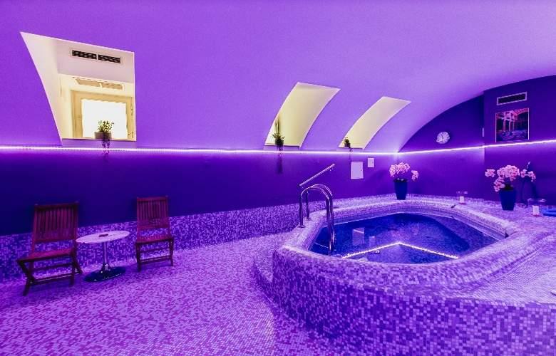 Museum Budapest - Pool - 3