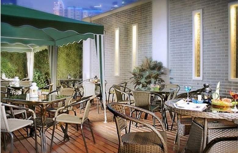 Ramada Plaza Gateway - Terrace - 6