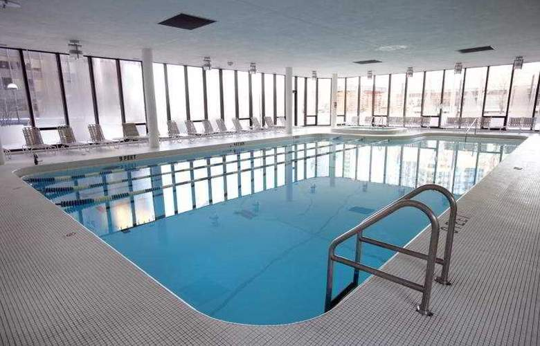 Doubletree Hotel Chicago Magnificent Mile - Pool - 6