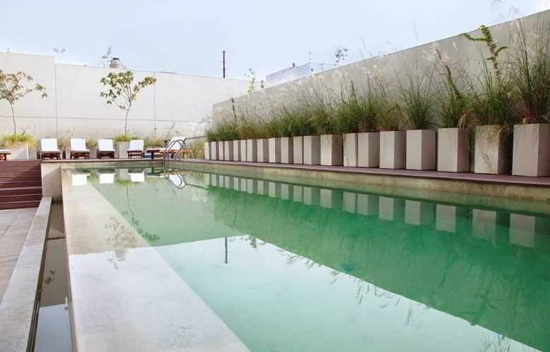 Dazzler Palermo - Pool - 19