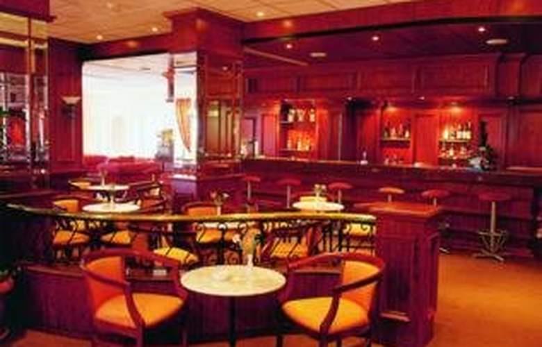 Crusader Beach Hotel - Bar - 6
