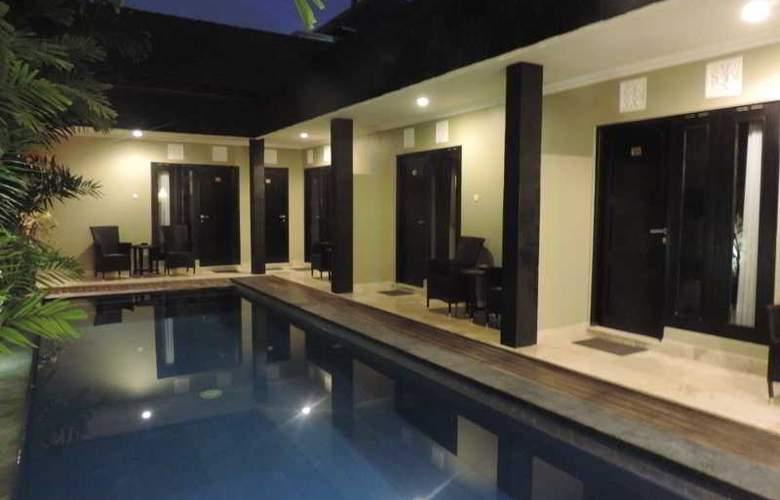 Legian Guest House - Pool - 17