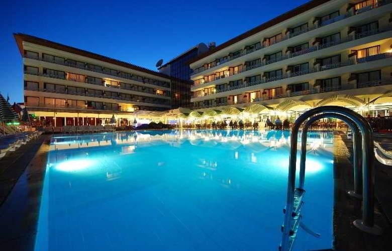 L´ Etoile Beach Hotel - Pool - 15