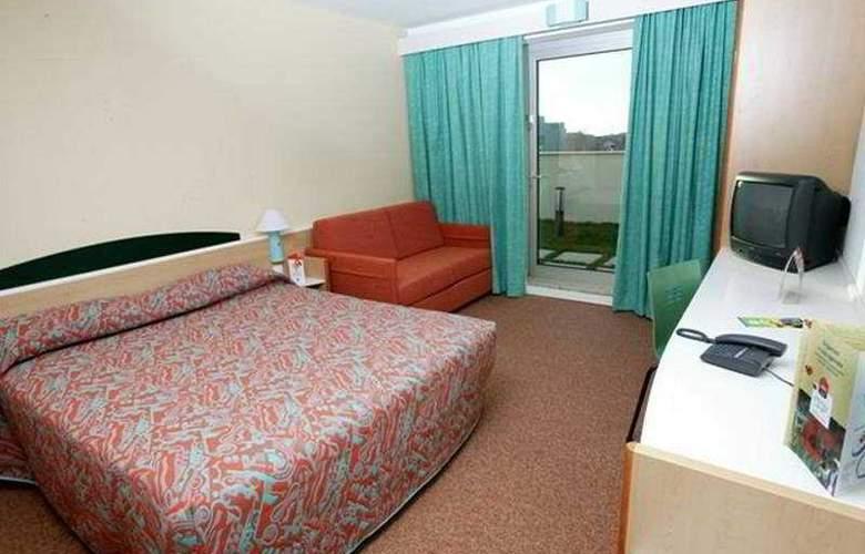 Ibis Braga - Room - 0