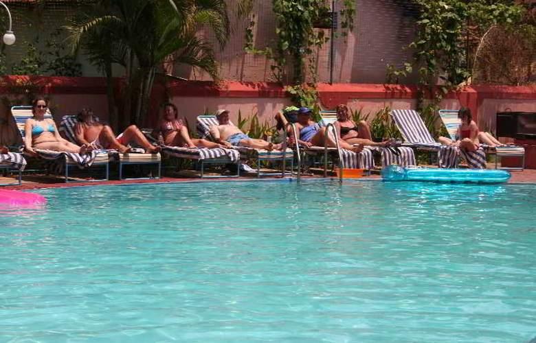 Dona Terezinha - Pool - 15