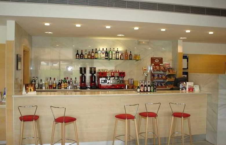 Holiday Inn Express Valencia Bonaire - Bar - 11