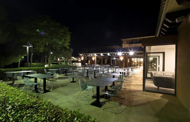 DoubleTree by Hilton Islantilla Beach Golf Resort - Bar - 5