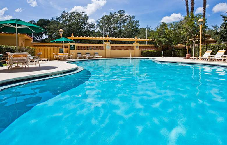 La Quinta Inn and Suites Orlando Convention Center - Pool - 17