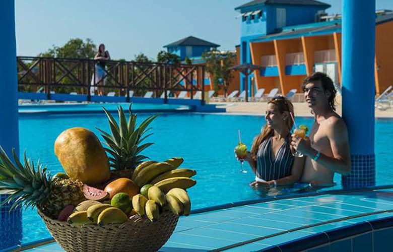 Costa Verde Plus Beach Resort - Pool - 2