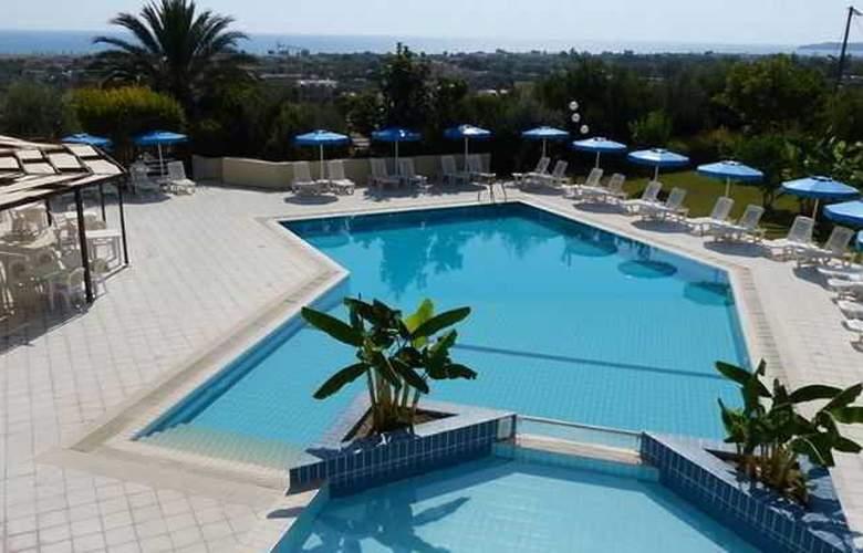 Iris Hotel - Pool - 8
