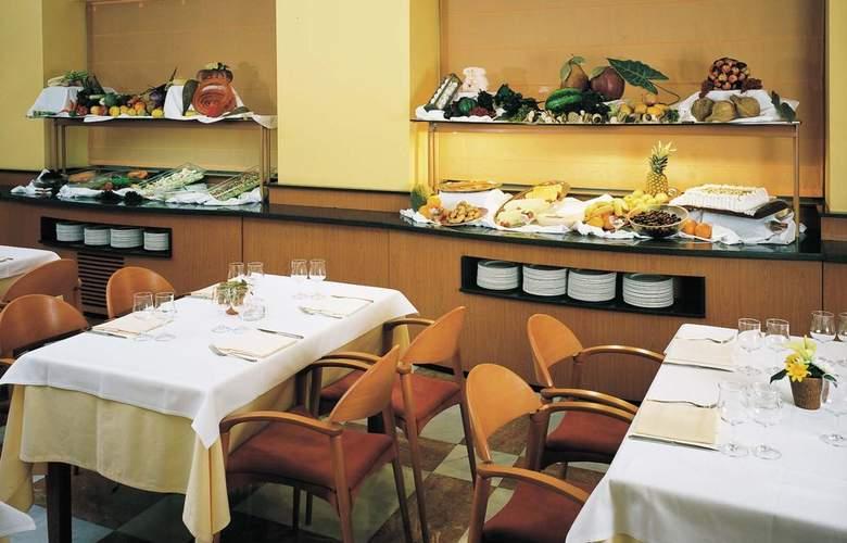 Zenit Diplomatic - Restaurant - 16