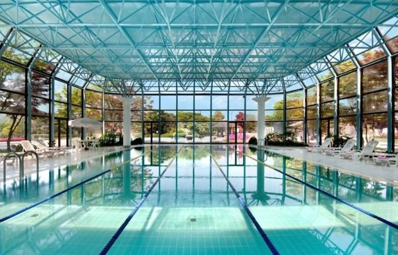 Gyeongju Hilton - Pool - 1
