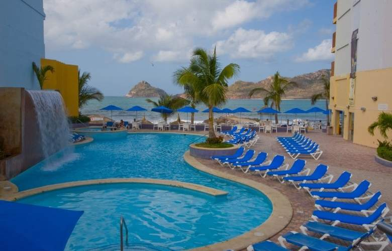 Las Flores Beach Resort - Pool - 4