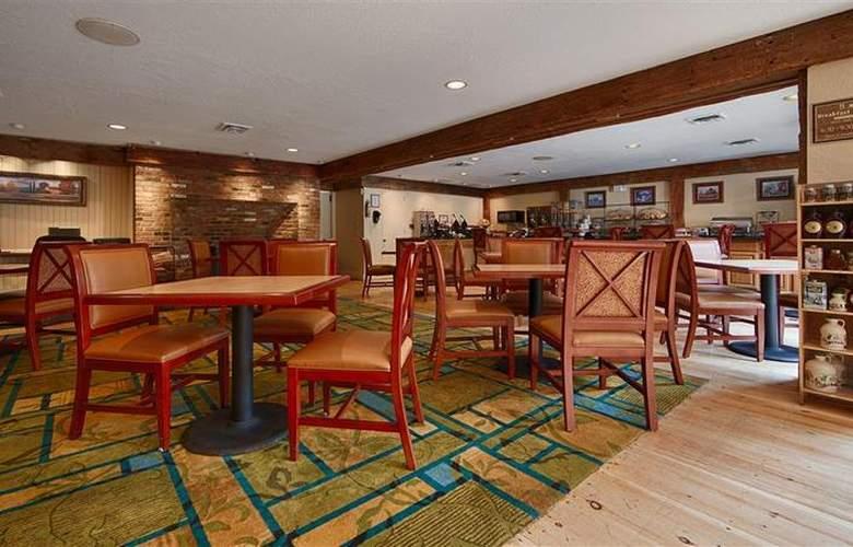 Best Western Plus Inn & Suites - Restaurant - 28