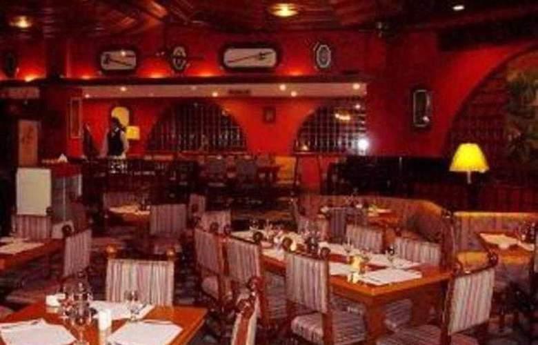 Camelot Hotel - Restaurant - 12