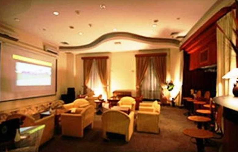 Travellers Hotel Jakarta - Bar - 3