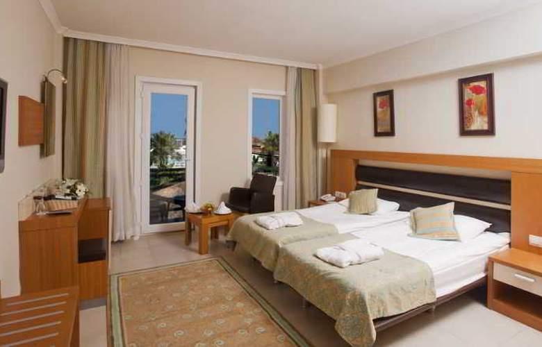 Crystal Flora Beach Resort - Room - 11