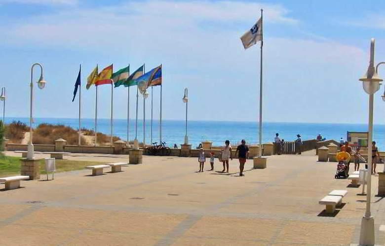 Leo Islamar - Beach - 17