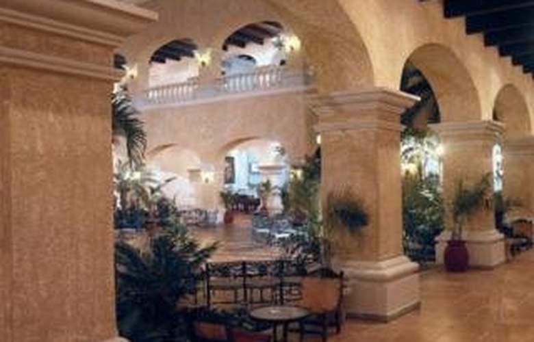 Aventura Cove Palace - Terrace - 4