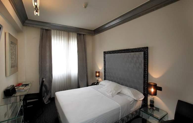 Lopez de Haro - Room - 2