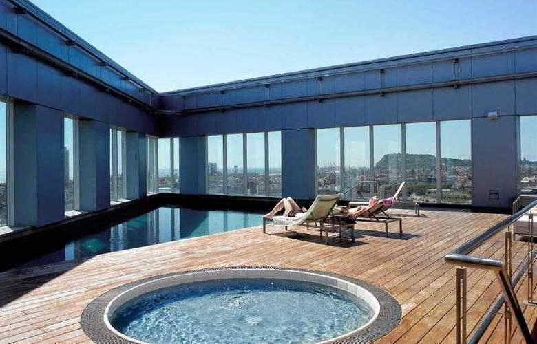 Novotel Barcelona City - Pool - 30