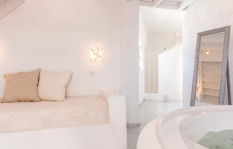 Artemis Suites - Room - 8