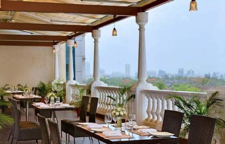 Majestic Court Sarovar Portico - Restaurant - 6