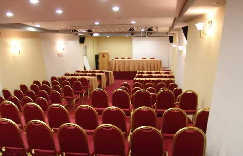 Alexandra - Conference - 13