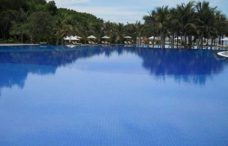 Vinpearl Luxury Nhatrang - Pool - 7
