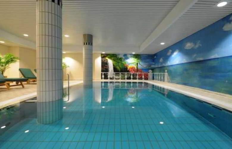 Select Rüsselsheim - Pool - 3