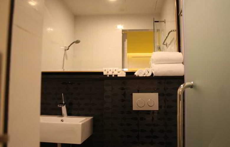 Venue - Room - 12
