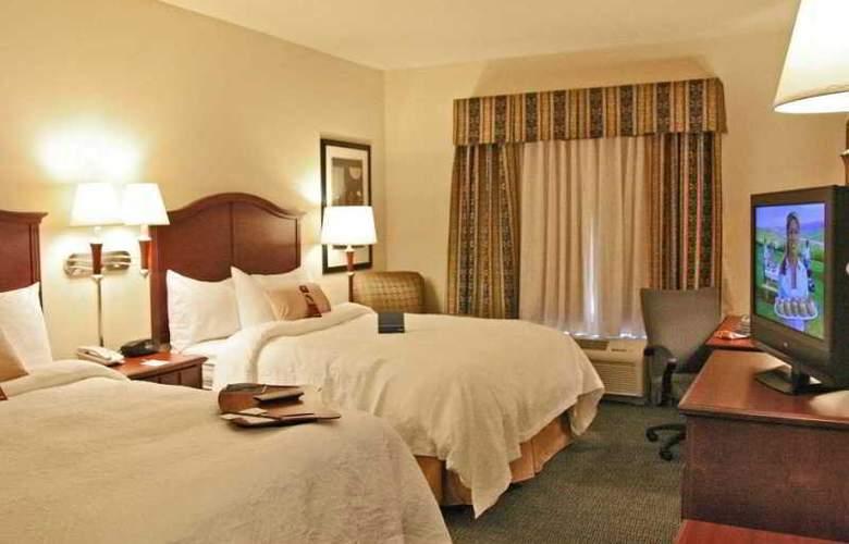 Hampton Inn & Suites Indianapolis-Airport - Room - 8