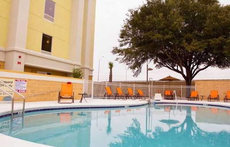 Hampton Inn and Suites Ocala - Pool - 2