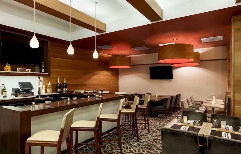 Hilton Garden Inn Midtown East - Restaurant - 3